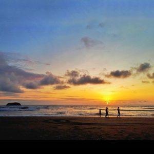 Un día más 🌴 . . . . . .  #allyouneedisecuador #wow_america #arena #mar #oceano #sunset #w... PH: jeyzgraph