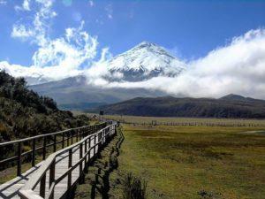 . 🎆 Que los caminos nos lleven hasta el cielO 🌆 . . . . #Montañas2018bySF #cotopaxi #volca… PH: sarallienh