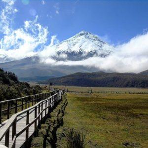 . 🎆 Que los caminos nos lleven hasta el cielO 🌆 . . . . #Montañas2018bySF #cotopaxi #volca... PH: sarallienh