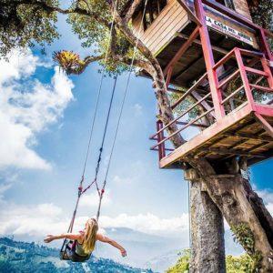 Casa del árbol, Baños.  Foto: @alexoutwhite  #FotografiandoEcuador #ecuadorpotenciatu