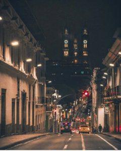 Centro histórico de Quito.  Foto: @_adrianfernando  #FotografiandoEcuador #ecuadorpot