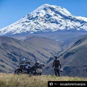 Volcán Chimborazo Ecuador El Chimborazo es la montaña más alta de Ecuador con 6264 M.S.N.M.  Es también conocid