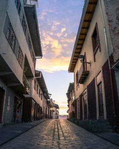 Cuenca, Ecuador My favorite little street in Cuenca. 🌖 #RafaelMariaArizaga #Atardecer