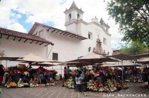 Centro Histórico de Cuenca 🌺 . Plaza de las Flores, localizado no coração do centro histórico da cidade de Cuenc
