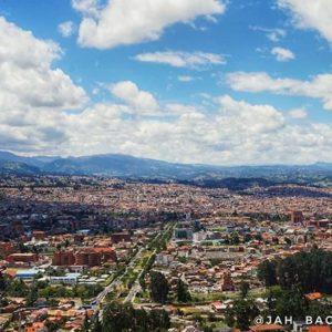 "El Mirador de Turi. Cuenca ecuador 🔭 🌆 . . Mirador Turi - A palavra Turi vem da palavra indígena ""kuri"", que significa o"