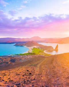 Bartolomé Island Sunset from a volcano 🌅 The end of an unforgettable day in the Galapagos. 👉🏻 Swipe ri