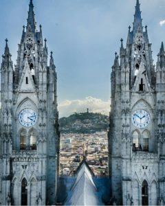 Basílica del Voto Nacional, Quito.  Foto: @olenanickolson  #FotografiandoEcuador #ecu