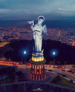 Quito.  Foto: @ecuadrone4k  #FotografiandoEcuador  #ecuadorpotenciaturística #ecuador
