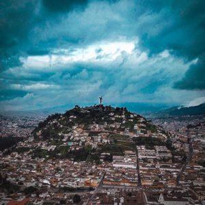 La virgen del panecillo también conocida como la Virgen de Quito. Está ubicada so...
