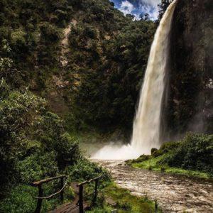 Cóndor Machay es un sitio mágico y poco conocido. Un sendero cuyo recorrido toma ...