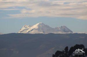 Quito, Ecuador Volcán Antisana mostrando su esplendoroso glaciar visto desde la ciudad de Quito 📸: @